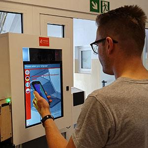Korytarz biometryczny do odprawy granicznej i paszport w smartfonie coraz bliżej
