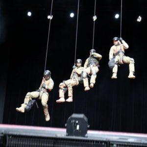 Pokaz policyjnych kontrterrorystów w CSK